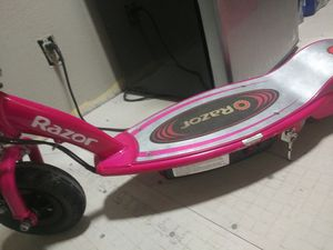 Hot pink electrical razor scooter w/charger. for Sale in Laredo, TX
