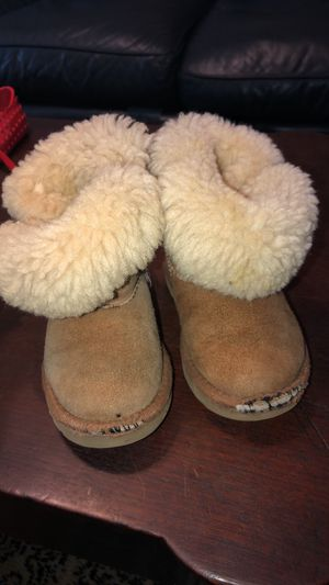 Ugg boots size 7 girls for Sale in Lakewood, CA