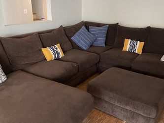 Large Brown Sectional couch With ottoman for Sale in Culver City,  CA