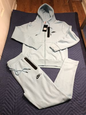 Nike sweatsuit size large for Sale in Clifton, NJ