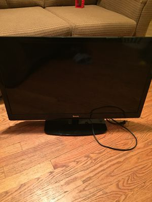 32 inch Tv with wall mount attached for Sale in St. Louis, MO