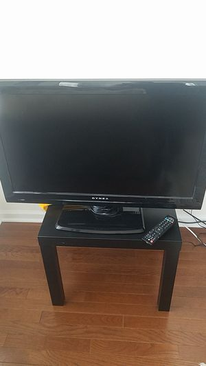 """Dynex 32"""" Flat Screen TV for Sale in Chantilly, VA"""