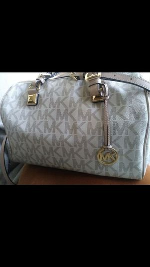 Purse michael kors new for Sale in Lynwood, CA