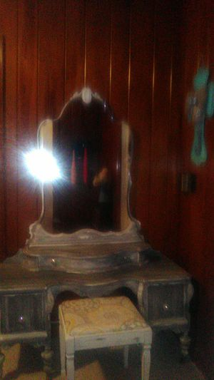 Antique vanity and stool for Sale in Clanton, AL