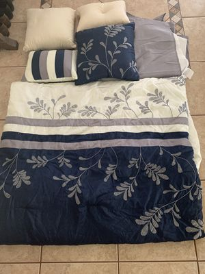 Queen comforter, bed skirt and 4 decorative pillows for Sale in Lake Mary, FL