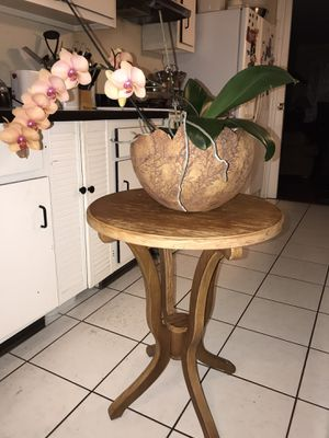Wooden round table for Sale in Houston, TX