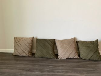 4 couch throw pillows! Need gone ASAP for Sale in Salt Lake City,  UT