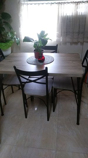 Table and chairs for Sale in Bellflower, CA