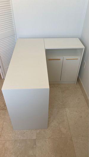 Orden Ellis White L shape corner writing desk for Sale in Miami, FL