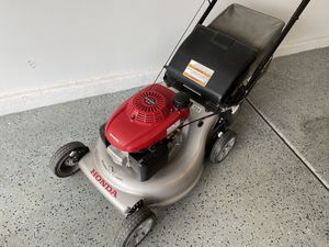 Honda lawn mower, self-propelled, variable speed for Sale in Henderson, NV