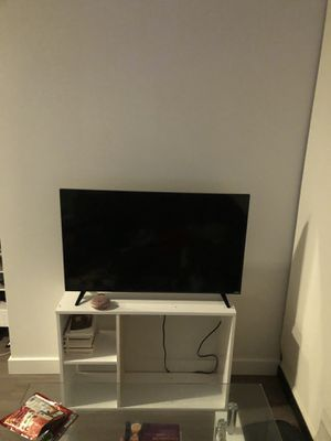 Vizio 40in smart tv with tv stand for Sale in Chicago, IL