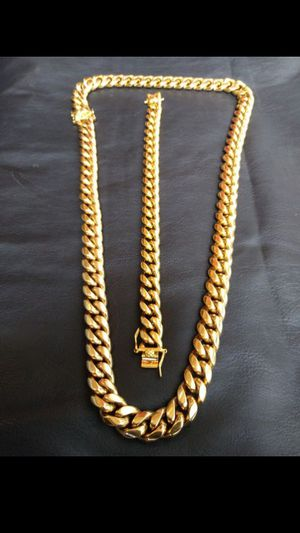 $140..... 14K gold plated Cuban link chain and bracelet set...... Shipping is available 🛫✈️ for Sale in Fort Lauderdale, FL