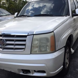 FOR BOAT—-CADILLAC ESCALADE 2002 / 5.3 BORTEC / TOWING PACKAGE for Sale in Miami Springs, FL