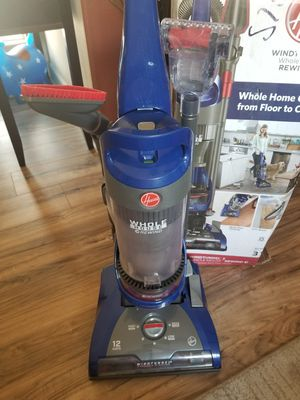 Excellent condition Hoover WindTunnel 2 Whole House Rewind Bagless Corded Upright Vacuum for Sale in Las Vegas, NV