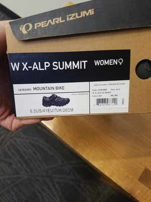 Women Clip in Bicycle Shoes with pedals for Sale in Denver, CO
