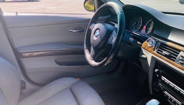 2006 BMW 330I.