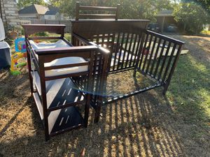 Baby crib and changing table for Sale in Duncanville, TX