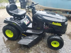 Working with key Poulan PO19542LT 42-Inch 19-1/2 HP Briggs and Stratton Riding Lawn Tractor With 6-Speed Lawn Tractor for Sale in Orlando, FL