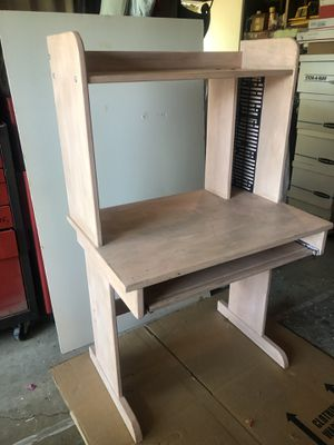 Small pink computer desk for Sale in Woodland Hills, CA