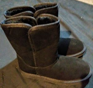 Women's size 6 winter boots for Sale in Edmonds, WA