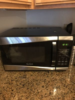 Microwave (900 watts) for Sale in Los Angeles, CA