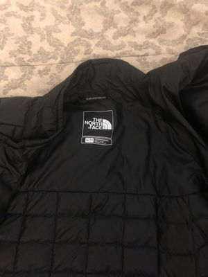 North face jacket for Sale in Rialto, CA