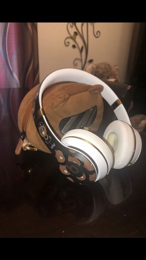 Beats Solo 3 Wireless LINE friends special edition for Sale in Seffner, FL