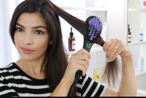 Dafni Brush Iron Hair Straightener for Sale in Chicago, IL