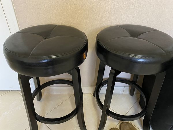 Breakfast table and 4 stools