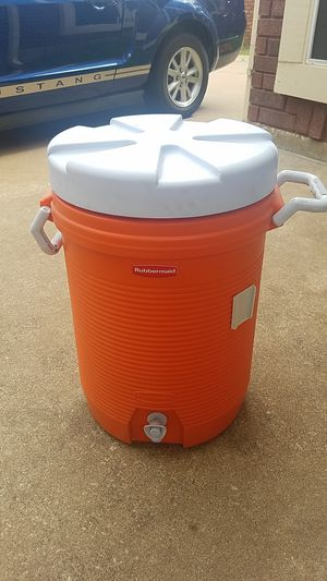 Rubbermaid igloo cooler for Sale in Highland Village, TX