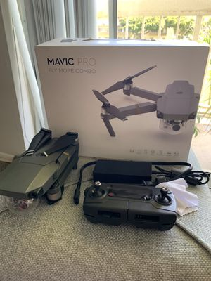 Dji mavic pro complete kit plus 4 batteries ( in pristine condition) for Sale in Pinecrest, FL