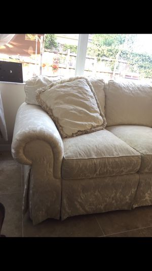 White sofa for Sale in Tampa, FL