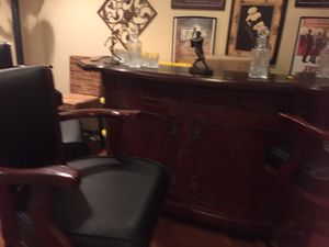 Bar with 4 stools. Text me {contact info removed} for Sale in Freehold, NJ
