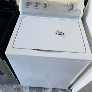 Kenmore Washer In Excellent Condition With 4 Month's Warranty ! for Sale in Fort Lauderdale, FL