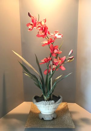 Beautiful Silk plant with Gold Plate for Sale in Ashburn, VA