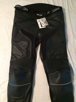 Joe Rocket Blazer 3.0 leather touring pants with memory foam padding for comfort on that long ride. These are a 38x34 new with tags. Sold bike, all g for Sale in Wayne, IL