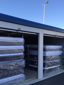 NEW SHIPMENT 2-28.....BRAND NEW** Sealy/Stearns & Foster MATTRESSES-**(Queen N King Mattresses) for Sale in Stratford,  NJ