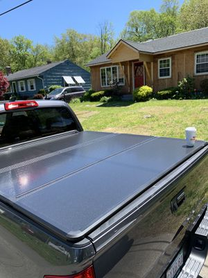 Toyota Tundra short bed cover $350 for Sale in West Springfield, MA