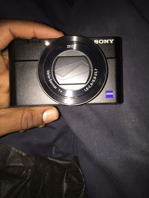 Brand new Sony HX90V with compact camera with 30x optical zoom the original price was $1000 for Sale in Philadelphia, PA