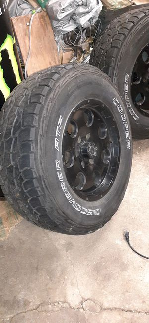 Tires 275/75R17 GMC Toyota for Sale in Elmhurst, IL