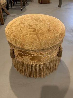 """Ottoman to rest ur feet on 13"""" x 17"""" for Sale in Shelby Charter Township, MI"""