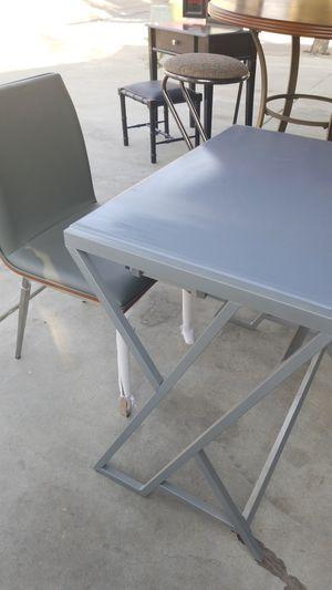 Escritorio con silla for Sale in Parlier, CA