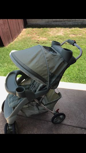Graco stroller green plaid nice for Sale in Rockwall, TX