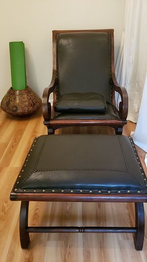VINTAGE ACCENT CHAIR. BEAUTIFULLY CRAFTED for Sale in New York, NY