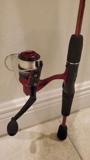 Zebco Slingshot fishing rod pole and reel with a tackle box for Sale in Davie, FL