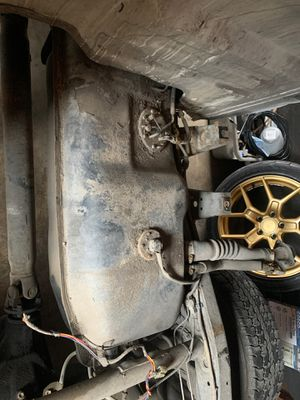 92 Toyota pickup fuel tank works good pump for Sale in Chula Vista, CA