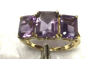 Beautiful amethyst 3 stone ring in 14 k yellow gold size 7 for Sale in Port Jefferson Station, NY