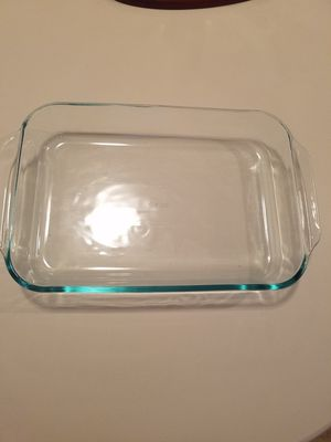 Pyrex baking dish 3qt for Sale in East Los Angeles, CA