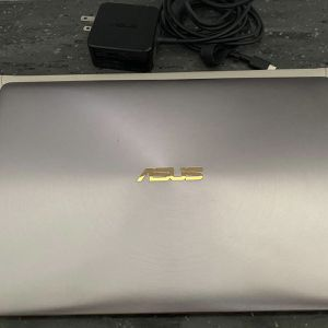 Asus UX390U COREi5 With All Accsseroies ( Negociable Price) for Sale in Corona, CA