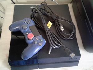 PS4 Console w/ controller and cords (Functioning perfectly) for Sale in Miami, FL
